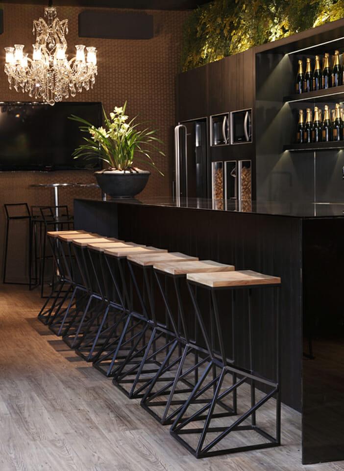 bar-all-black